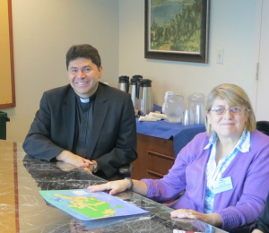 P. Juan Molina, Director Iglesia en América Latina, USCCB, con Dra. Susana Nuín, CELAM. Foto archivo Migrantes Hoy, CELAM