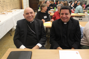 Obispo Mario Dorsonville con el P. Evelio Menjívar