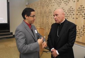 Javier Bustamante con el obispo Mario Dorsonville